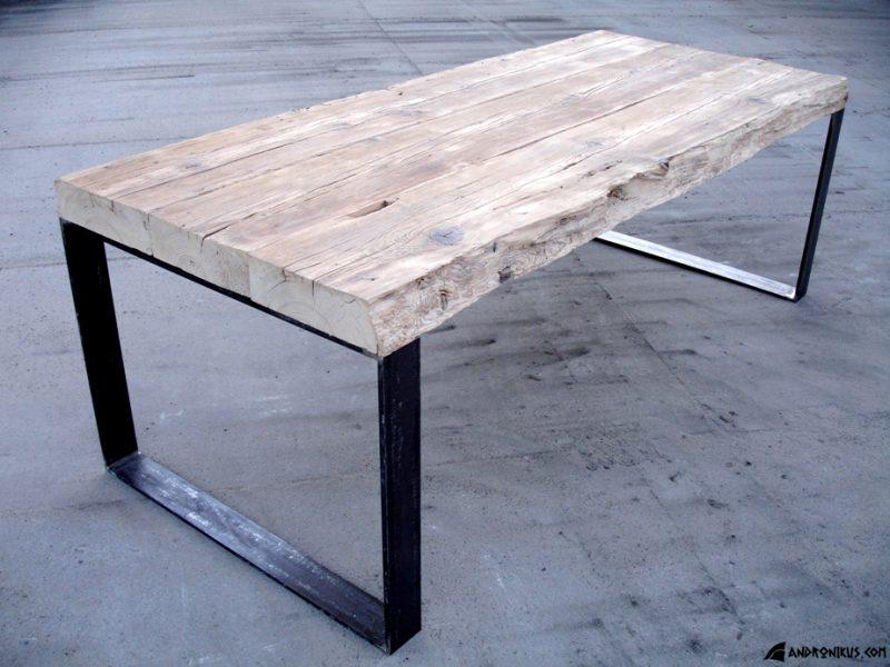 industrialny stół ze starego drewna