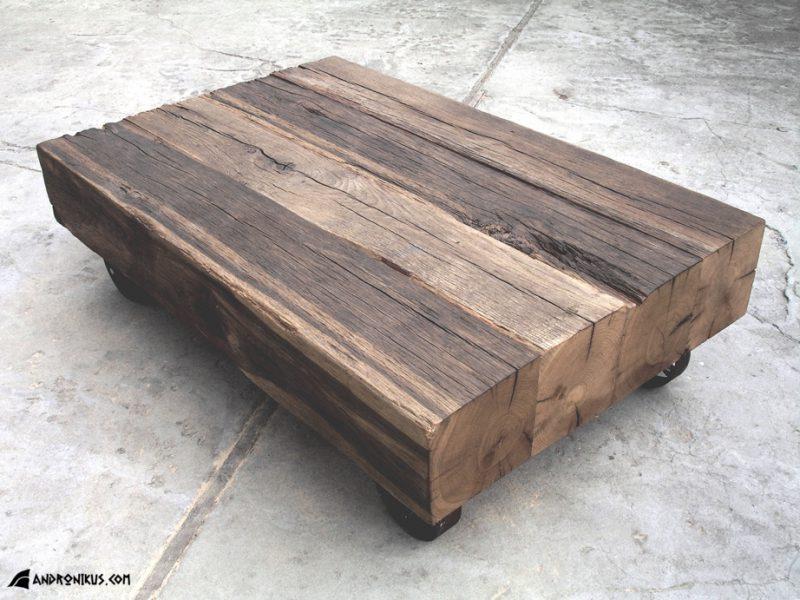 ława ze starego drewna na kółkach