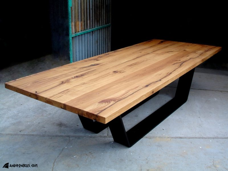 stół ze starego drewna dębowego na metalowych płozach