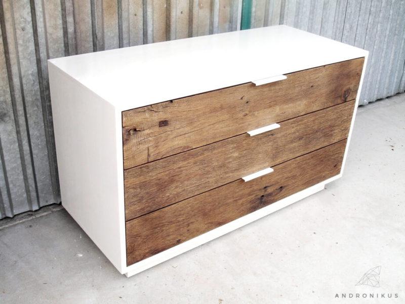 komoda ze starego drewna