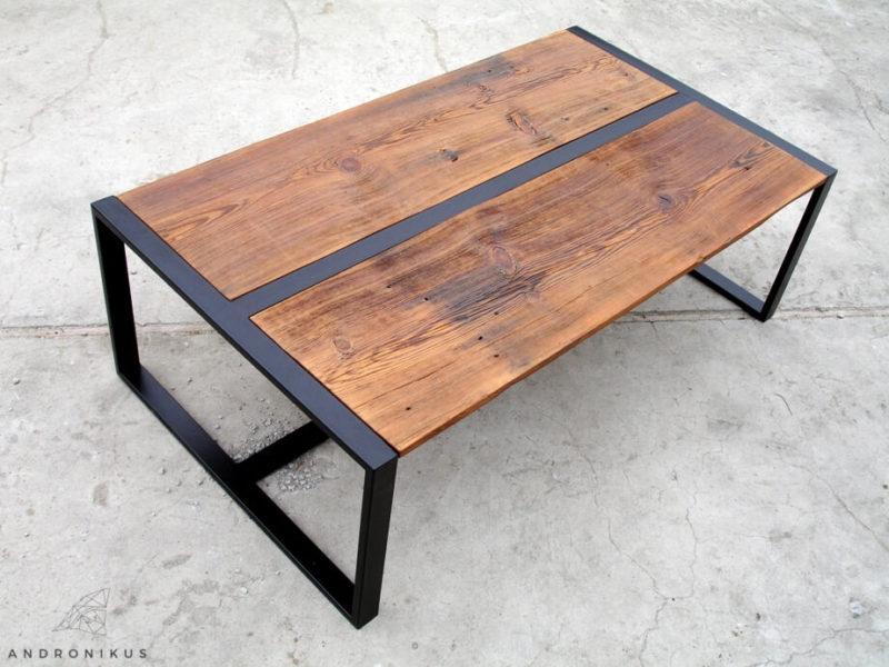 stolik ze starego drewna na metalowych nogach